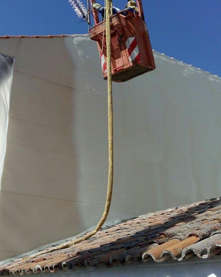 fachada blanca Aislamientos Ayara