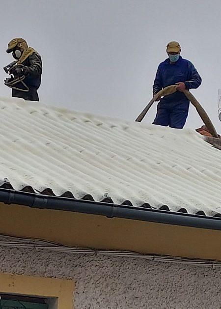 obreros en tejado Aislamientos Ayara